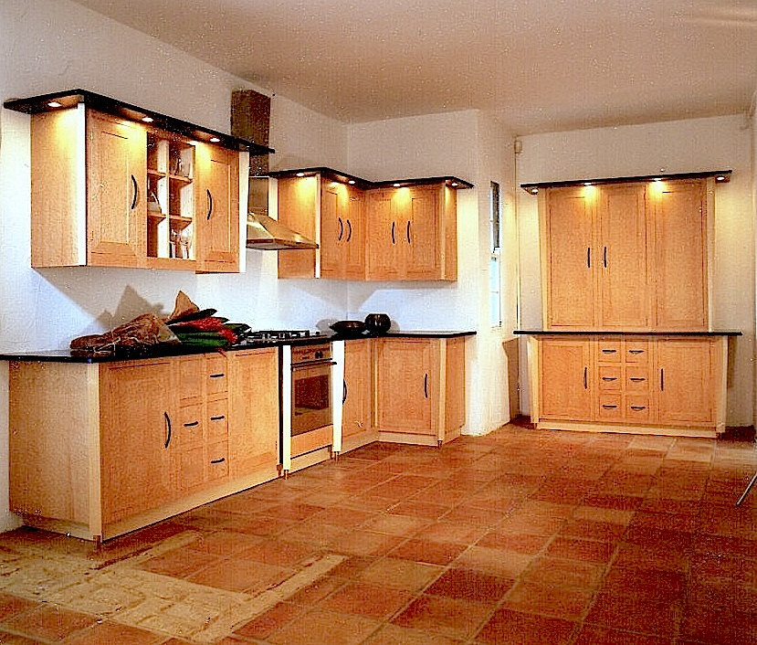 Birds-Eye-Maple-Kitchen