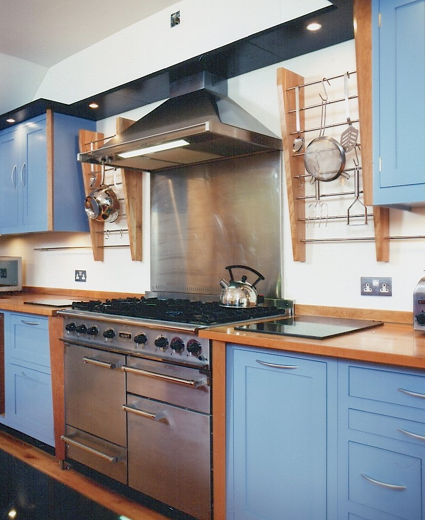Cherrywood-And-Blue-Laquer-Kitchen-Cooker-Detail