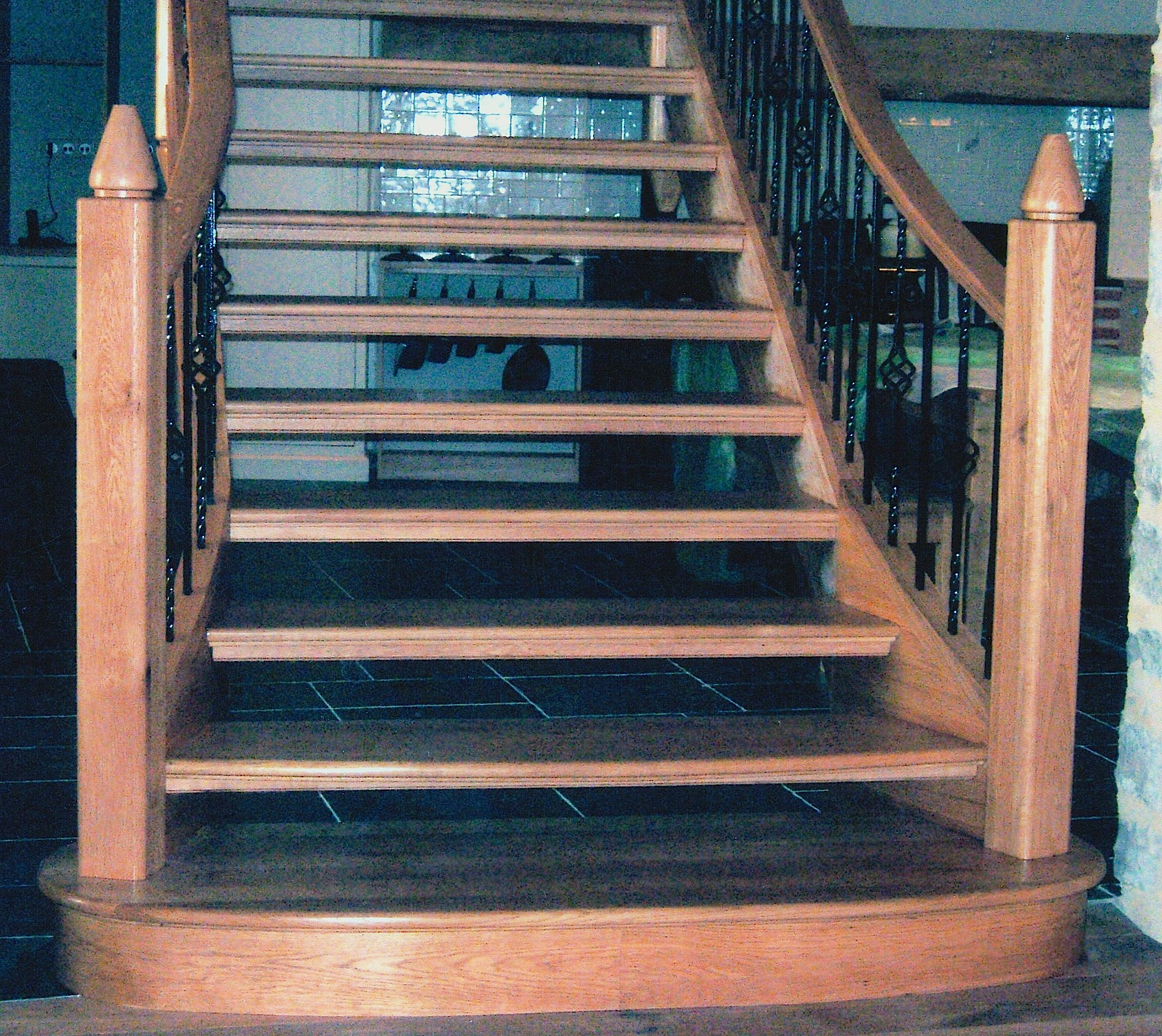 Solid-Oak-Staircase-Bottom-Step