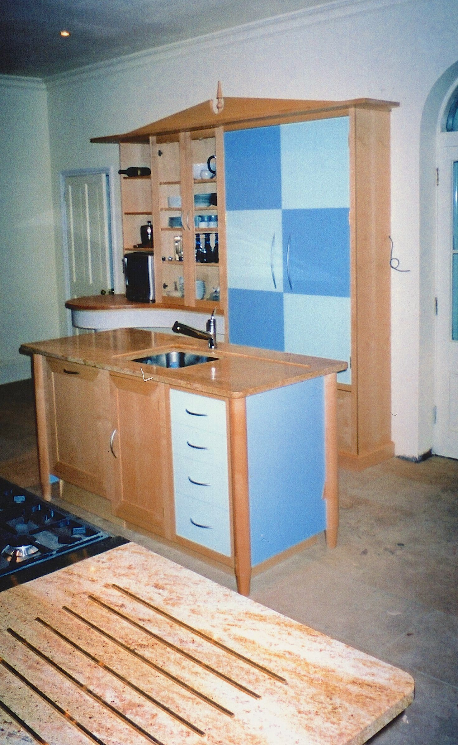 Maple-Chequer-Island-And-Dresser