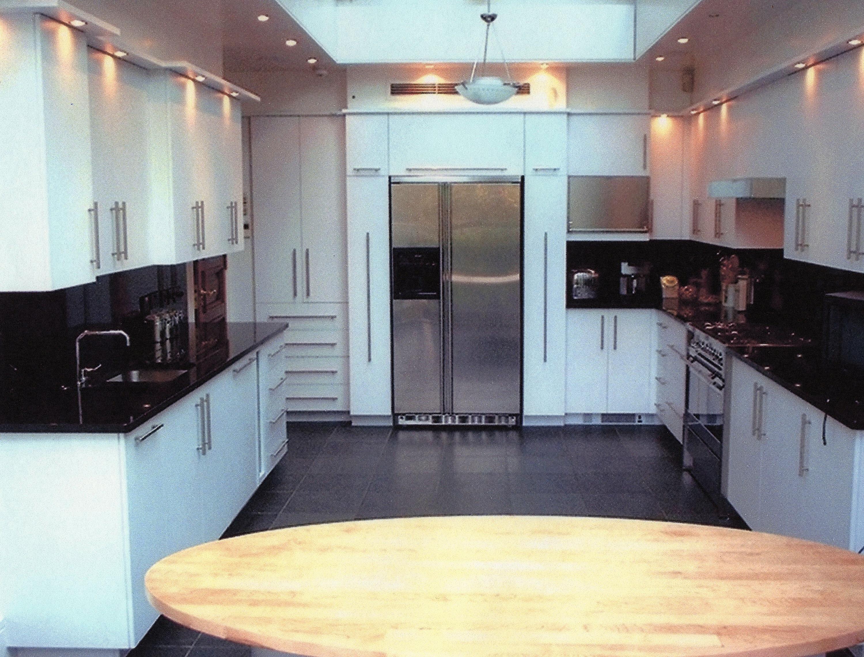 White-Laquer-And-Black-Granite-Kitchen